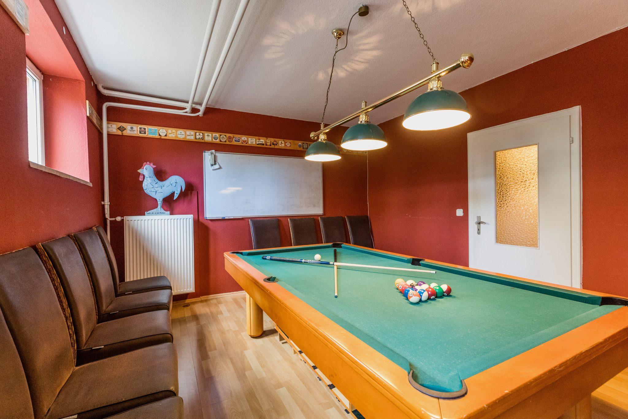 Studentenwohnheim Bingen Teutonenhaus Billard und Darts Zimmer 6